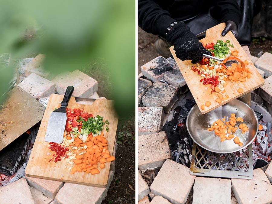 Gemüse über offenen Feuer braten